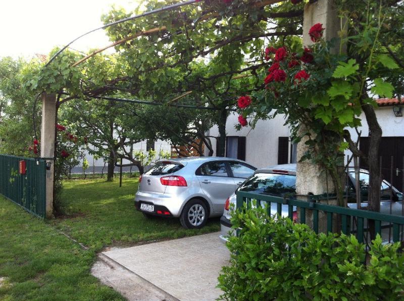 Apartments Mikulic (1) in Ližnjan - Image 1 - Liznjan - rentals