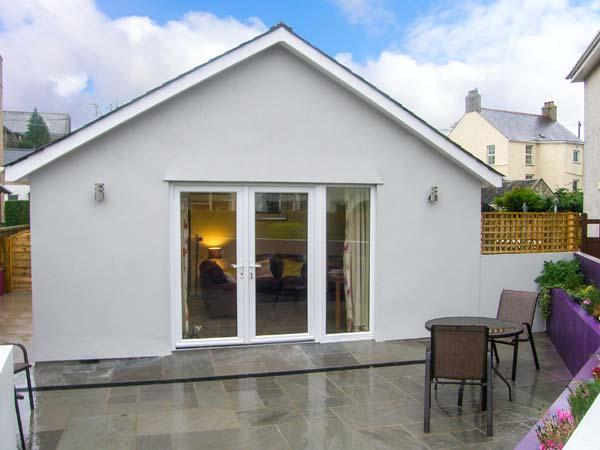 ERDDIG BACH, single-storey detached cottage, close to walks and beach, Llanbedrog Ref 911928 - Image 1 - Llanbedrog - rentals