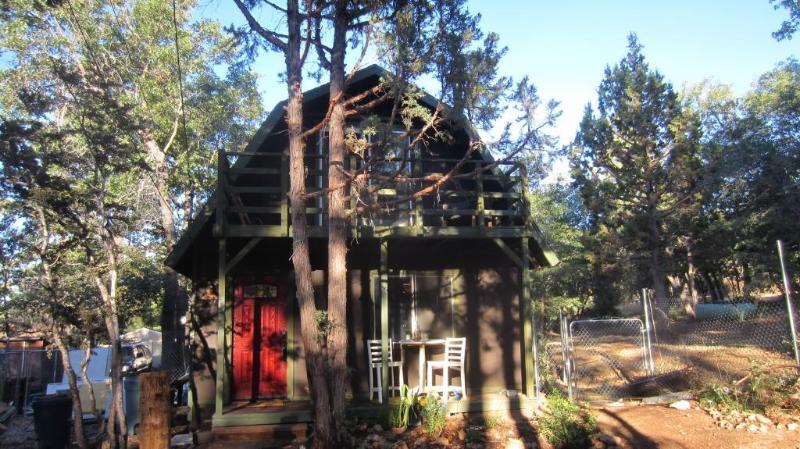 Two story cabin a block away from national forest - Remodeled Rustic Big Bear Cabin w/ Chef's Kitchen - City of Big Bear Lake - rentals