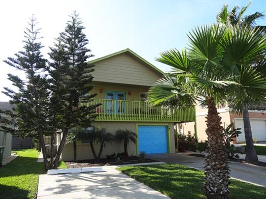 Costa Bella Bungalow   ½ block from beach - Image 1 - South Padre Island - rentals