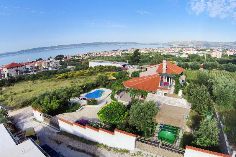 Villa Beleca with private pool - Image 1 - Kastel Gomilica - rentals
