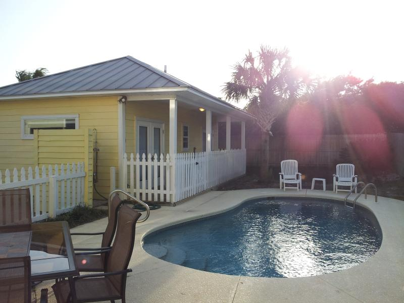 Enjoy the sunset at the pool house by the private pool - Sea La Vie (5 min Walk to Beach in Destin FL) - Destin - rentals