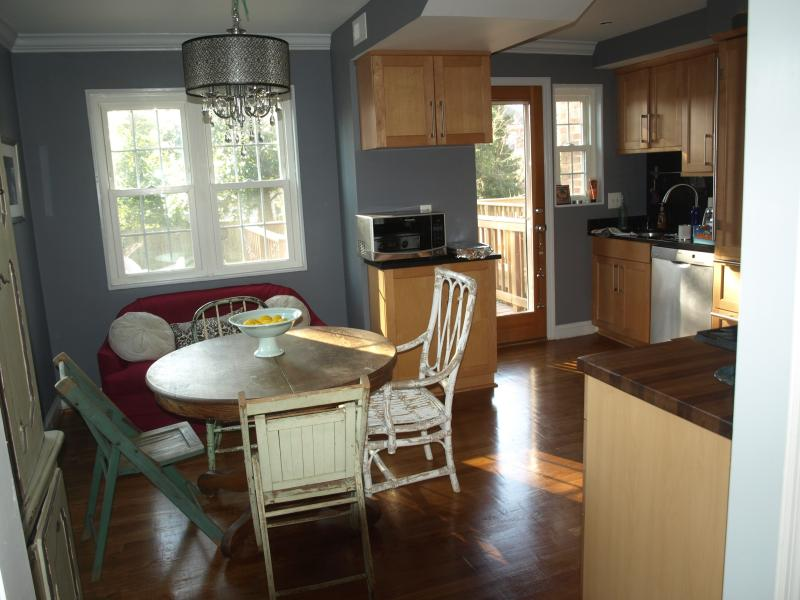 Bright and cheery eclectic kitchen - Vintage-styled home in Hip Del Ray Walk to Everyth - Alexandria - rentals