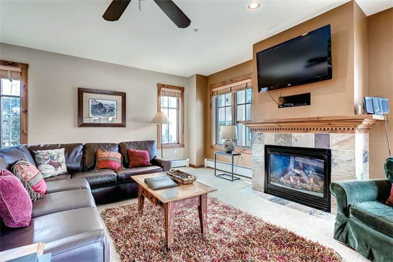 Invitingly Furnished Breckenridge 4 Bedroom Walk to lift - M1209 - Image 1 - Breckenridge - rentals