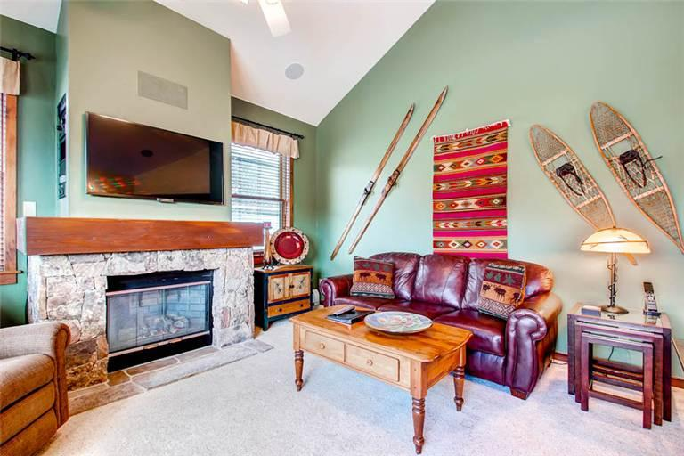 Economically Priced Breckenridge 3 Bedroom Free shuttle to lift - MJ27 - Image 1 - Breckenridge - rentals