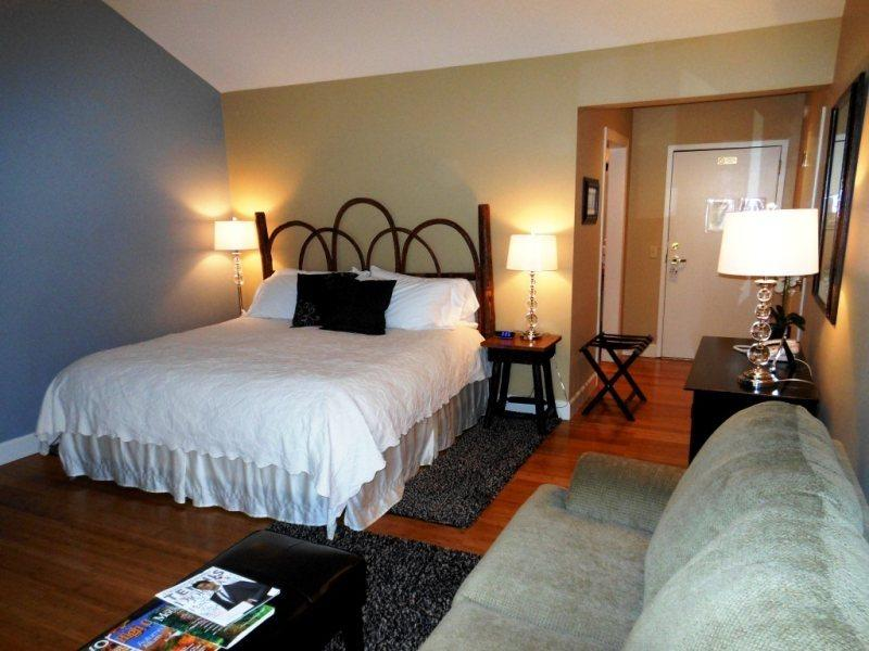 1BR Charming Inn Room at Yohahlassee Resort, Convenient Location Near Downtown Blowing Rock and Boone (Room 555) - Image 1 - Boone - rentals