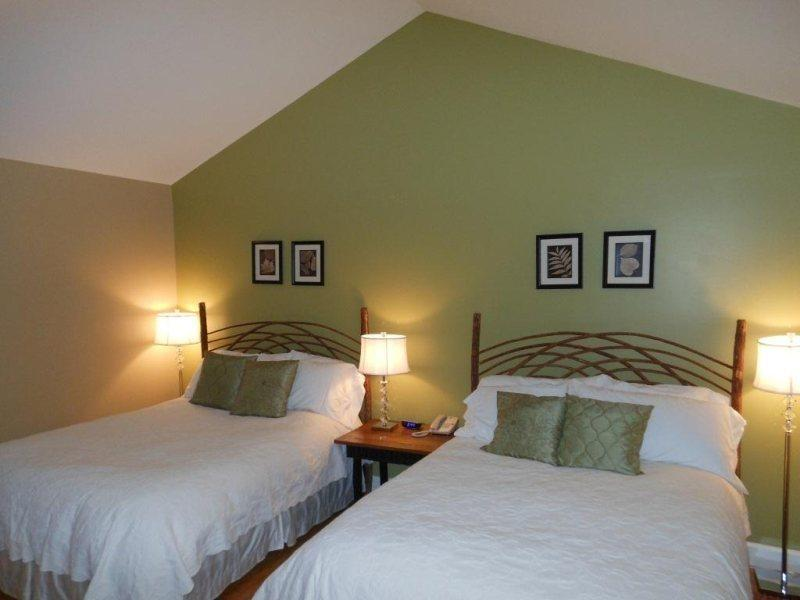 Two Queen Beds with Plush Linens - Yonahlossee Inn 557 - Blowing Rock - rentals
