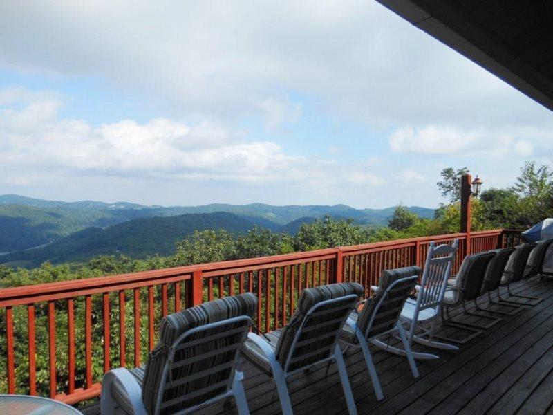 Amazing Multi-Mile Views of the Mountains Between Boone and Blowing Rock - Cabin in the Clouds - Blowing Rock - rentals