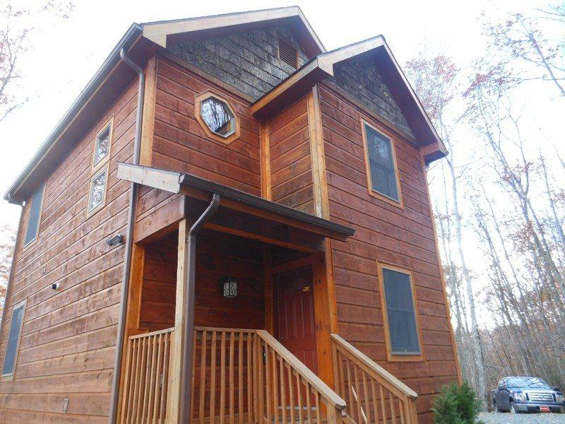 2BR Cabin on Beech Mountain, Close to Ski Slopes, Lots of Wood, Hiking, Stone Fireplace, Flat Screen TV, Granite, Steel - Image 1 - Beech Mountain - rentals