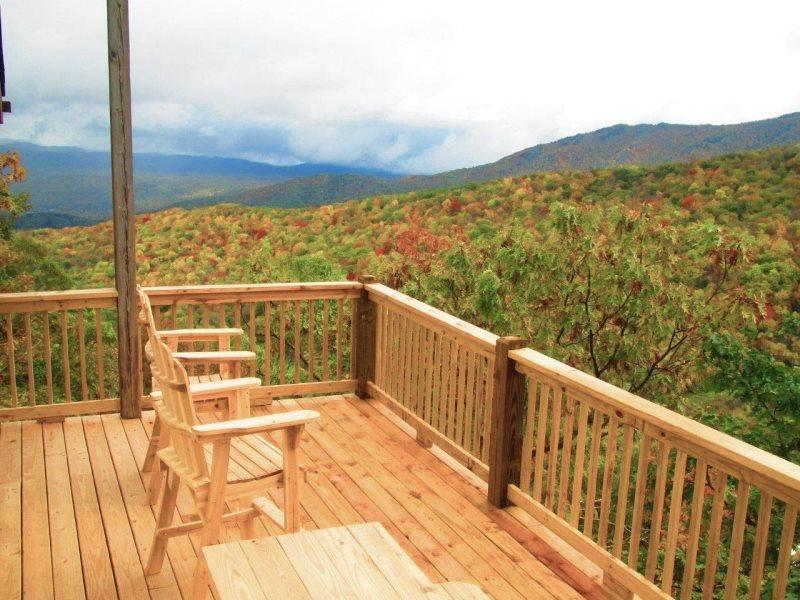 Deerwood Retreat New Decks and Gorgeous Autumn Views - Deerwood Retreat - Seven Devils - rentals