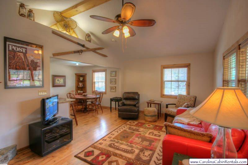 A Little Piece of Heaven 2 minutes to Blowing Rock, AppSki Mountain, Foosball, Grill, Adjacent to Blue Ridge Parkway, Spacious Kitchen, Flat Screen TV, Gas Fireplace - Image 1 - Blowing Rock - rentals