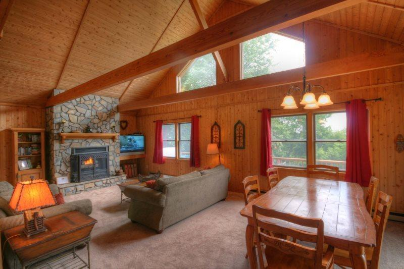 Spacious Open Floor Plan With Views and Lots of Natural Light, Stone Fireplace - Mountain Top Cabin - Blowing Rock - rentals