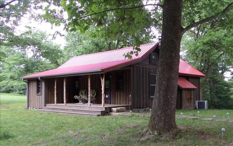 War Eagle Homested Cabin Tucked Away on Beaver Lake in the Ozark Mountains - Image 1 - Sparkman - rentals