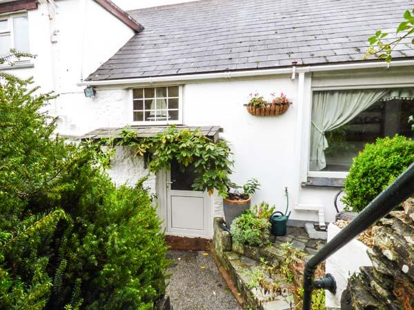 SWALLOW COTTAGE, pet-friendly, detached cottage, WiFi, garden, close to Roseland Peninsula, in Probus, Ref 918497 - Image 1 - Probus - rentals