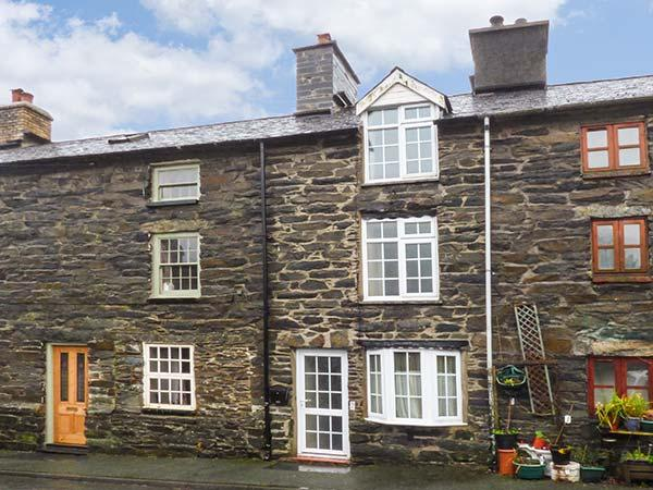 KETTLE COTTAGE mountain views, WiFi, pet-friendly cottage in Dinas Mawwdwy, Ref. 919109 - Image 1 - Dinas Mawddwy - rentals