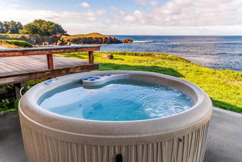 Waterfront home with spectacular view plus private hot tub - Image 1 - Fort Bragg - rentals