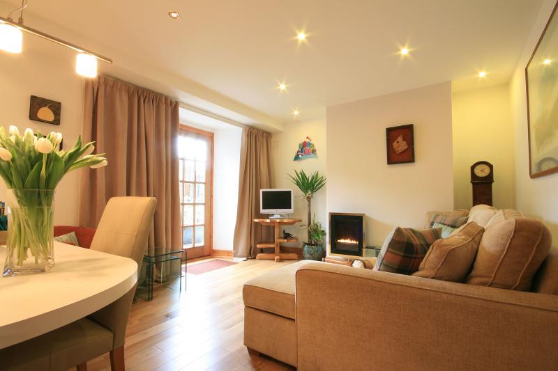 Open plan lounge - Scribbles, 38 North Street, Heart of St Andrews - Saint Andrews - rentals