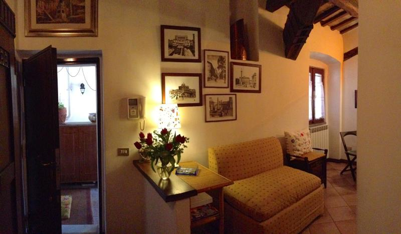 foyer - Historical and lovely Campo de Fiori apartment - Rome - rentals