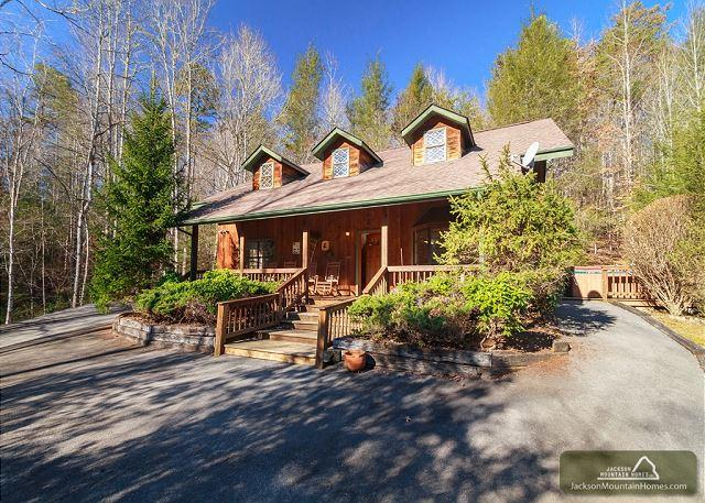 Adventure Lodge  Arts & Crafts Hot Tub Game Room WiFi Pets Free Nights - Image 1 - Gatlinburg - rentals