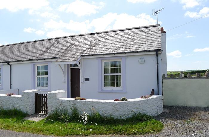 Pet Friendly Holiday Cottage - Primrose Cottage, Nr Pembroke - Image 1 - Pembroke - rentals