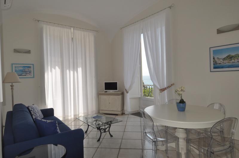 L'Ancora - sea front apartment - Image 1 - Minori - rentals