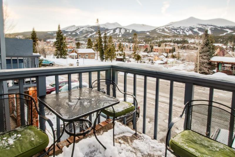 Beautiful condo w/ private hot tub - short walk to Breckenridge gondola - Image 1 - Breckenridge - rentals