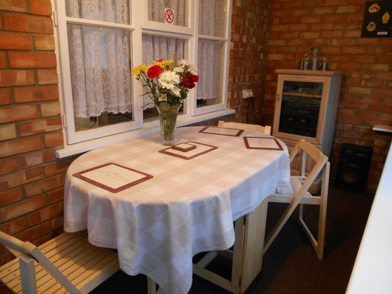 Dinning area with music system - Self Catering Holiday home near kings Lynn England - Runcton Holme - rentals