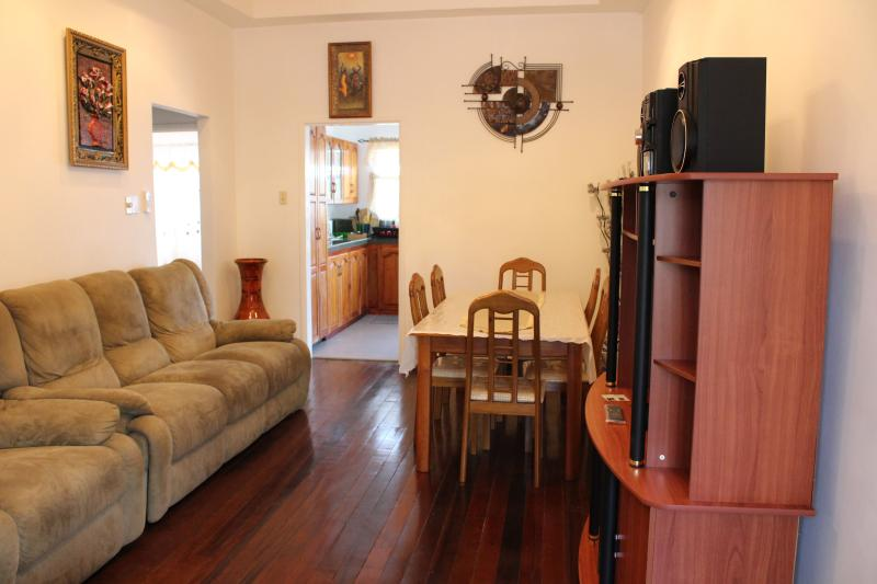 Living Room - The Cannons - Panorama (email: hidden) - Woodbrook - rentals