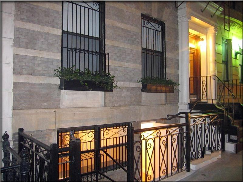 Secure Entry Gate. Welcome Home! Yout Gonna LOVE This Place!!! - Prestigious Central Park Modern Home- ground floor - Manhattan - rentals
