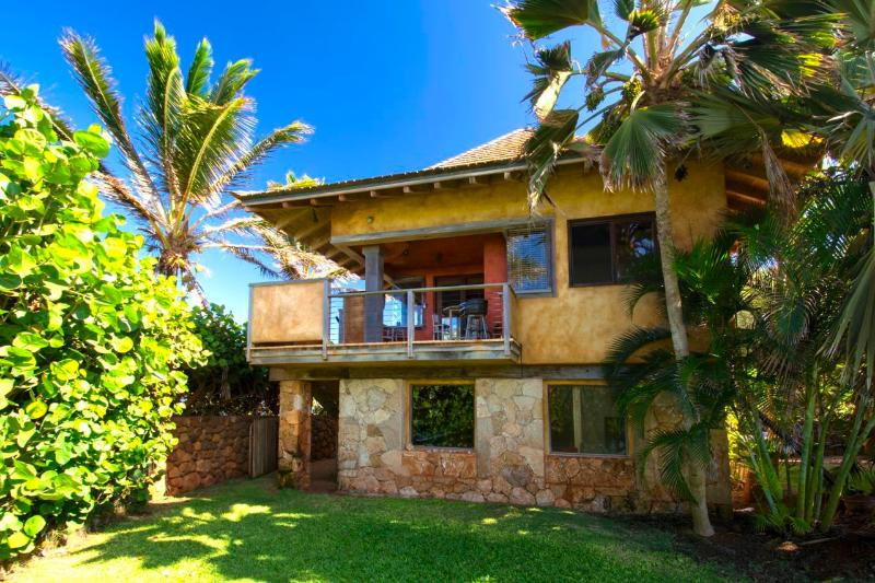 Private upstairs rental with expansive ocean and beach views. - Paia Baby Beach Hale romantic cottage for 2 - Paia - rentals