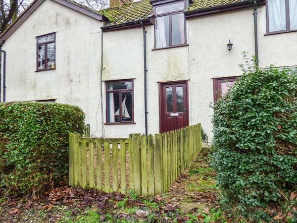 CHAPEL COTTAGE, cosy cottage with open fire and woodburner, great for walking and cycling, in Pin Mill, Ref 915284 - Image 1 - Pin Mill - rentals