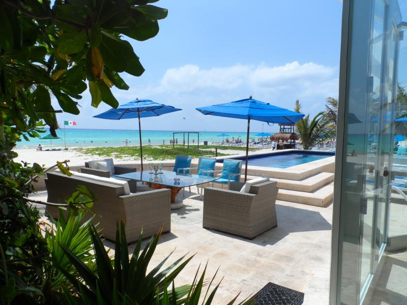 Dine alfresco (free-standing awning for shade) - Beach House/Casa Callaway - Playa del Carmen - rentals