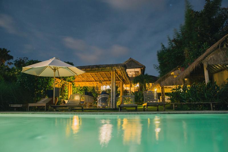"""Swimming pool and Villa by night. - """"Surf Lodge"""" uluwatu-padang - Pecatu - rentals"""