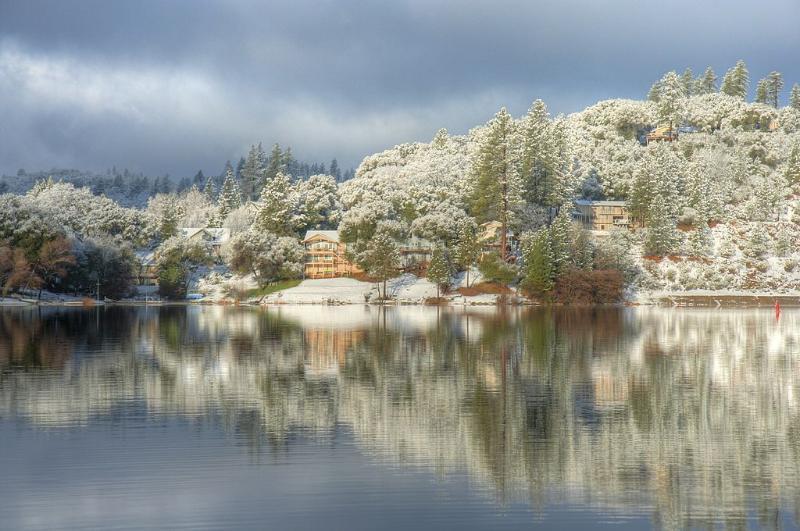 Winter View of Pine Mountain Lake. - L@@K!! Fabulous Hidden Mountain Resort Near Yosemi - Groveland - rentals