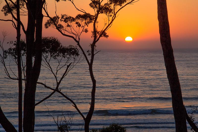 Spectacular views from the apartment as the sun rises - Denham's Beach Retreat - Batehaven - rentals