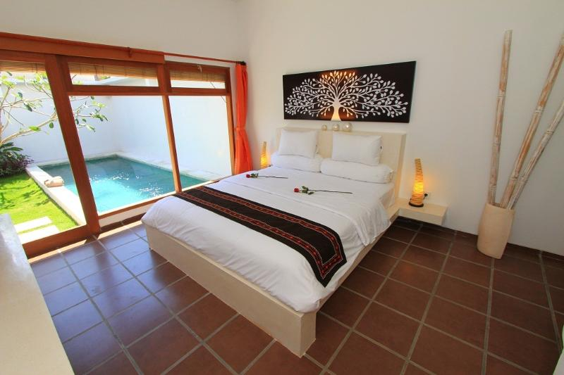 Master Bedroom with AC, TV, DVD, Bluetooth soundsystem, Bed 1,8x2m - 2 Bedroom Villa in Seminyak with private Pool - Seminyak - rentals