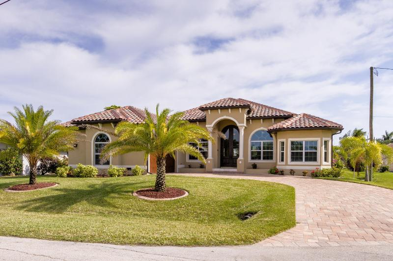 Front House Abruba - Brand New Top Luxury House Aruba with Pool and Spa - Cape Coral - rentals