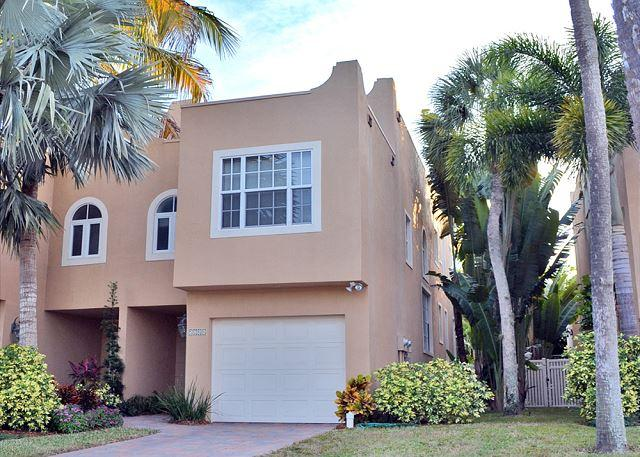 Siesta Key Village Townhome with Heated Pool and Walking Distance to Beaches - Image 1 - Siesta Key - rentals