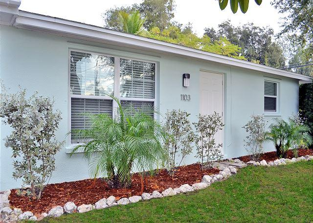 Renovated 2 bedroom 1 bath Siesta Key Vacation Rental with Easy Beach Access - Image 1 - Siesta Key - rentals