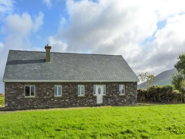 LAKE VIEW COTTAGE, detached, ground floor cottage with an open fire. Views of Lough Currane near Waterville, Ref 919411 - Image 1 - Garnish - rentals
