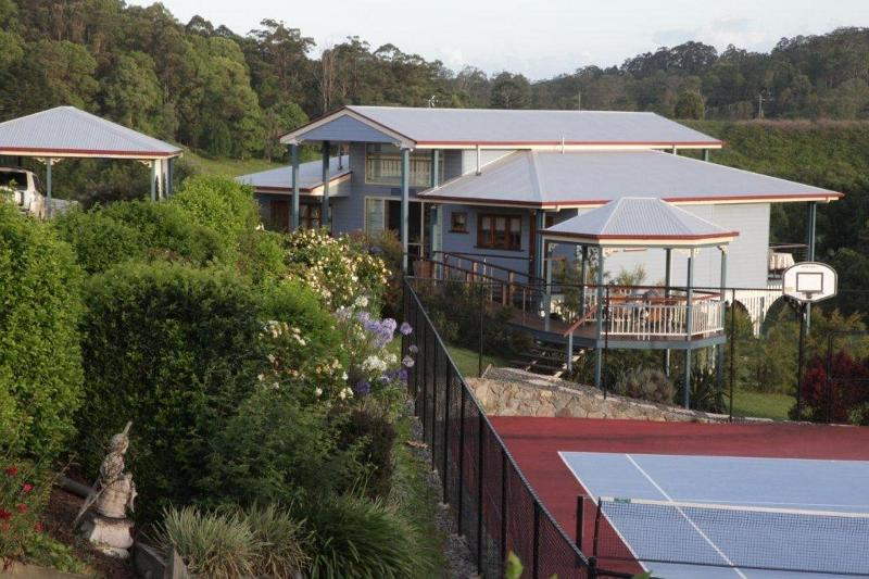 Self contained cottage with undercover carport and access to the tennis court and pool - Jacaranda Creek Farmstay & B&B - Eumundi - rentals
