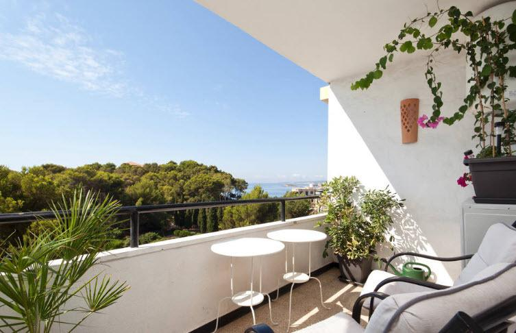 Balcony with plants and view of gardens and sea - Marisol seaview apartment - Palma de Mallorca - rentals