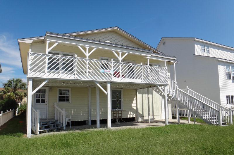 6 Bedroom Channel House Walking Distance to Beach - Image 1 - North Myrtle Beach - rentals