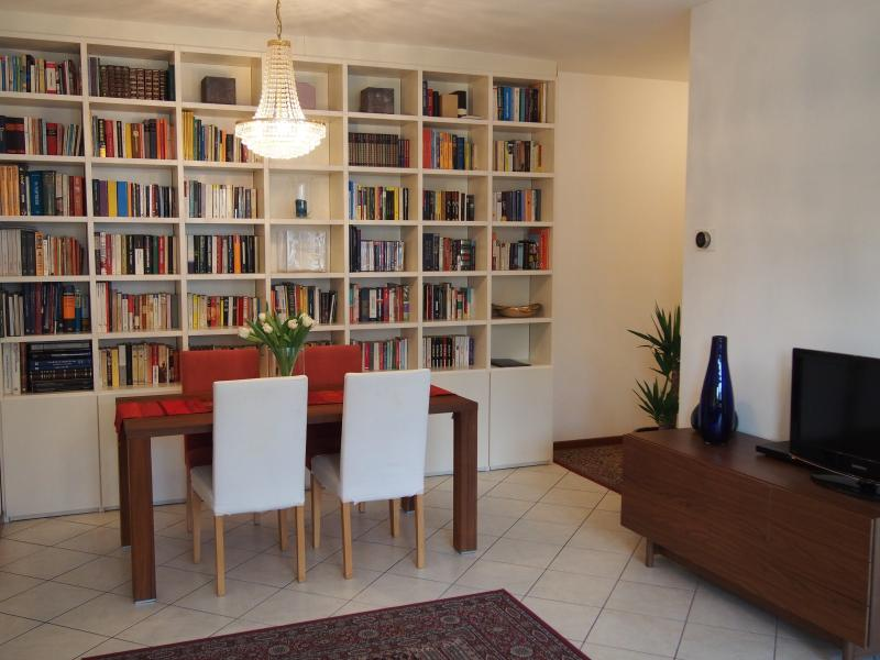 Living Room - Comfortable & Spacious Home in Como - Como - rentals