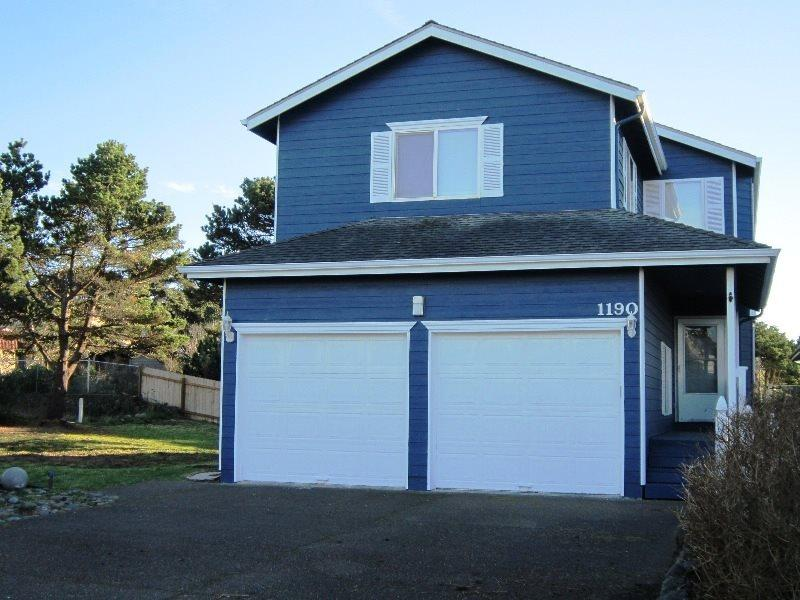 Ocean Breeze - Exterior with Large Yard - OCEAN BREEZE - Lincoln City - Lincoln City - rentals