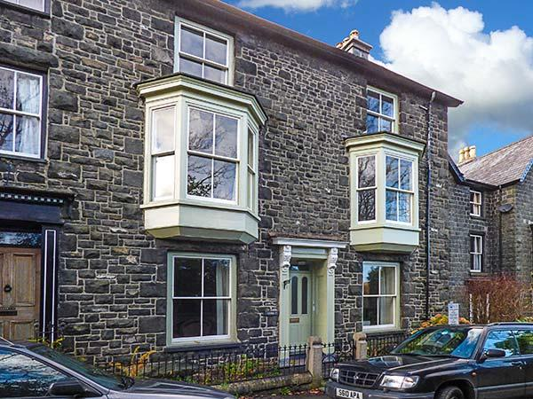 WENALLT, stone-built townhouse, woodburner, pet-friendly, in Dolgellau, Ref 12617 - Image 1 - Dolgellau - rentals