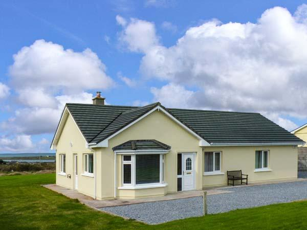 ATLANTIC VIEW, detached cottage near harbour and Blue Flag beaches, lawned garden, in Fenit, Ref 917503 - Image 1 - Fenit - rentals