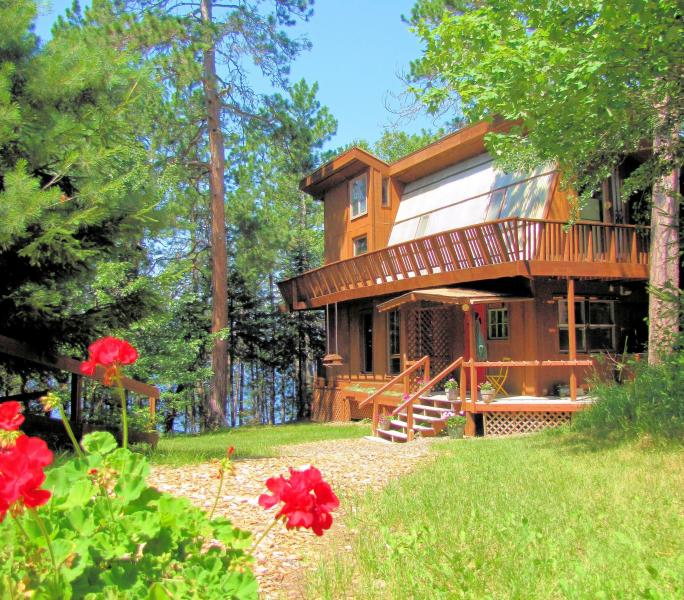 Our lovely sun-bathed lodge on the pine-studded shoreline of White Iron Lake - Wintergreen Lodge for private groups or families - Ely - rentals