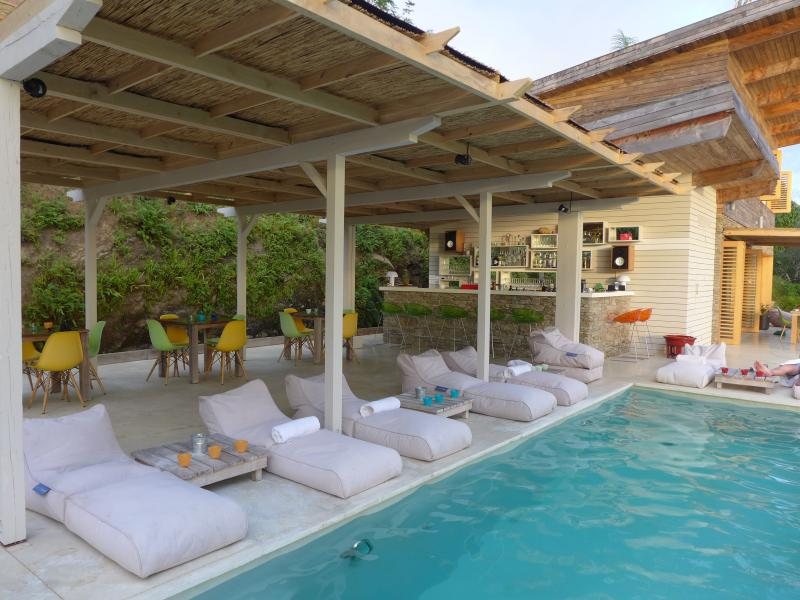 Bedrooms have free access to the terrace and pool of the master lodge - Bedroom with ocean view in a private resort + pool - Santa Teresa - rentals