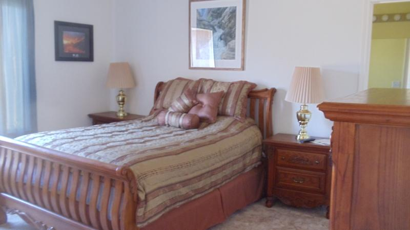 Bedroom#1 Queen with pullout twin sofa - The Branded Calf B & B - Sequoia and Kings Canyon National Park - rentals